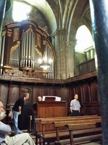 El encuentro de don Jesús, oficiando de organista.