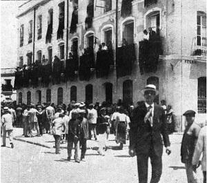 Sevilla de riguroso luto.