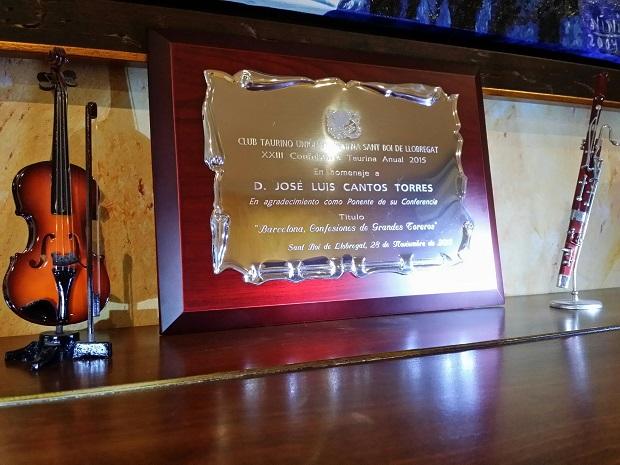 Precioso obsequio del Club Taurino Unión Extremeña de Sant Boi por mi conferencia.